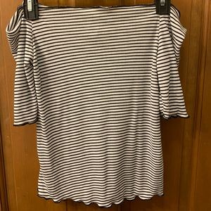Off the shoulder striped shirt with longer sleeves
